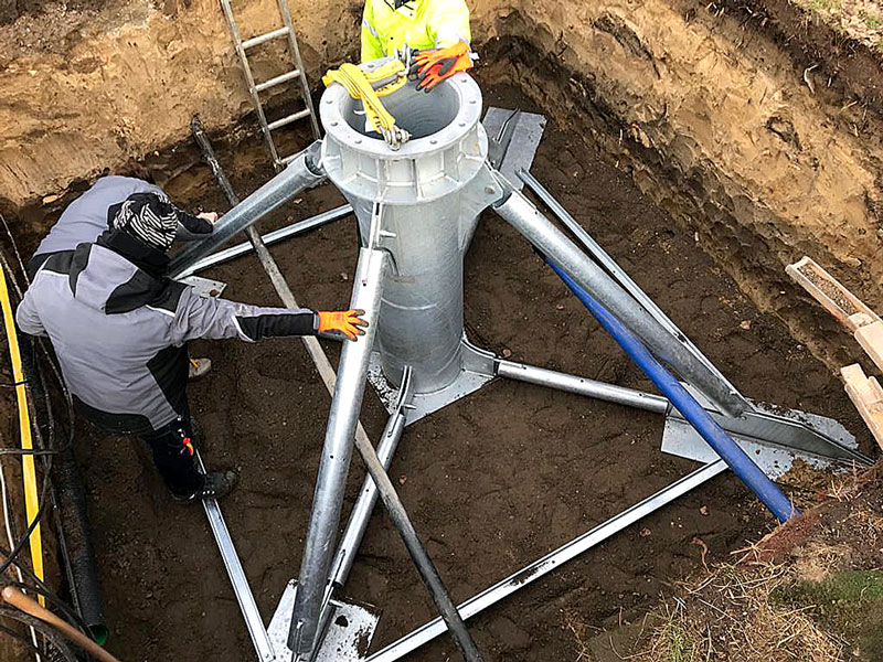 In preparation for a foundation with STEEL-ROOT®, an approximately 3 by 3 meter and approximately 2 meter deep excavation pit was dug for each floodlight mast and a gravel subgrade was created.